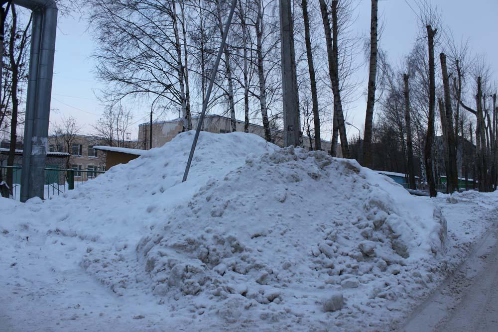Падал прошлогодний снег…